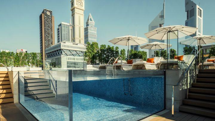 Dubai Four Seasons IFC Glas Water Pool