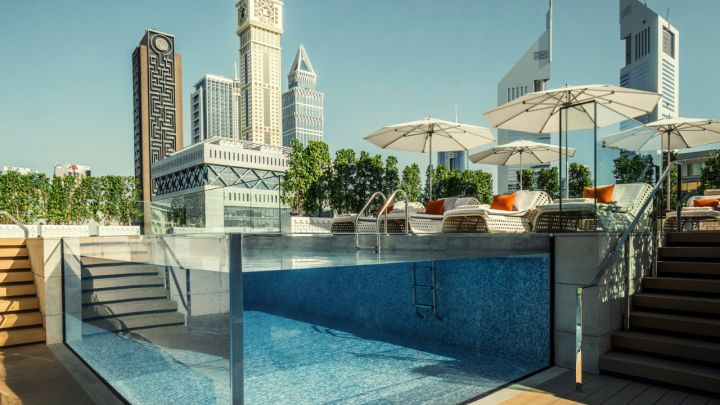 Dubai Four Seasons IFC Glas Water Pool