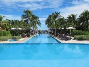 mariott-panama-golf-and-beach-resort-pool-3