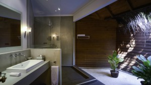 Mirihi-Beach-Villa-Bathroom